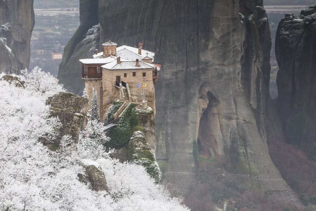 Meteora with snow - does it snow in Greece