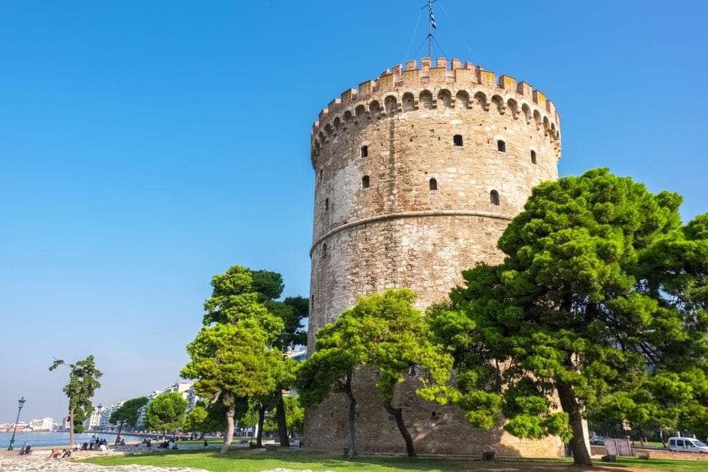 The White Tower (Lefkos Pyrgos) on the waterfront in Thessaloniki - Greece landmarks